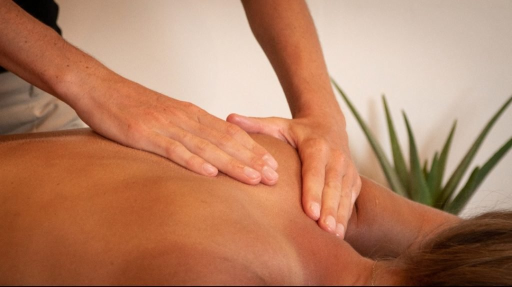 shoulder deep tissue massage in morzine.